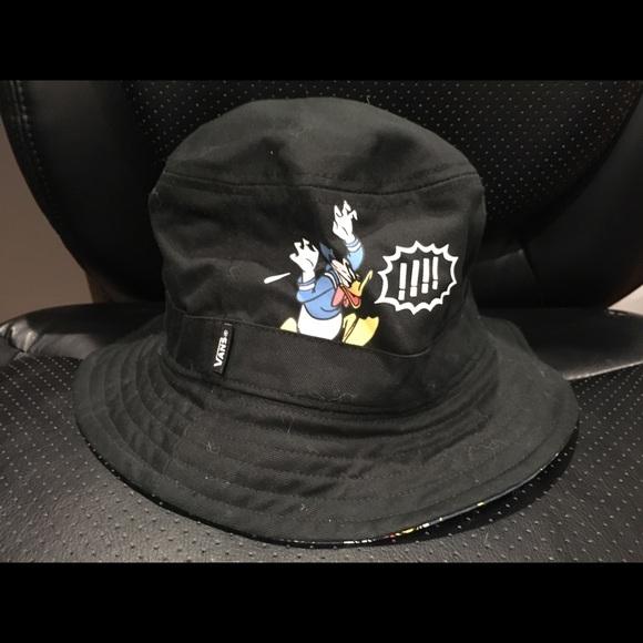 ed5ca49eaaf70 Vans x Disney Donald Duck reversible bucket hat. M 5b69d35ef303693b0eea1acf